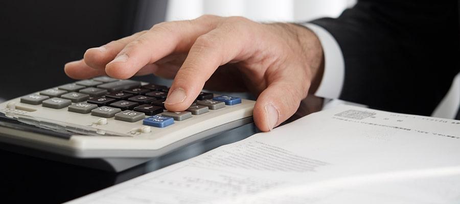 過払い金の計算をする司法書士